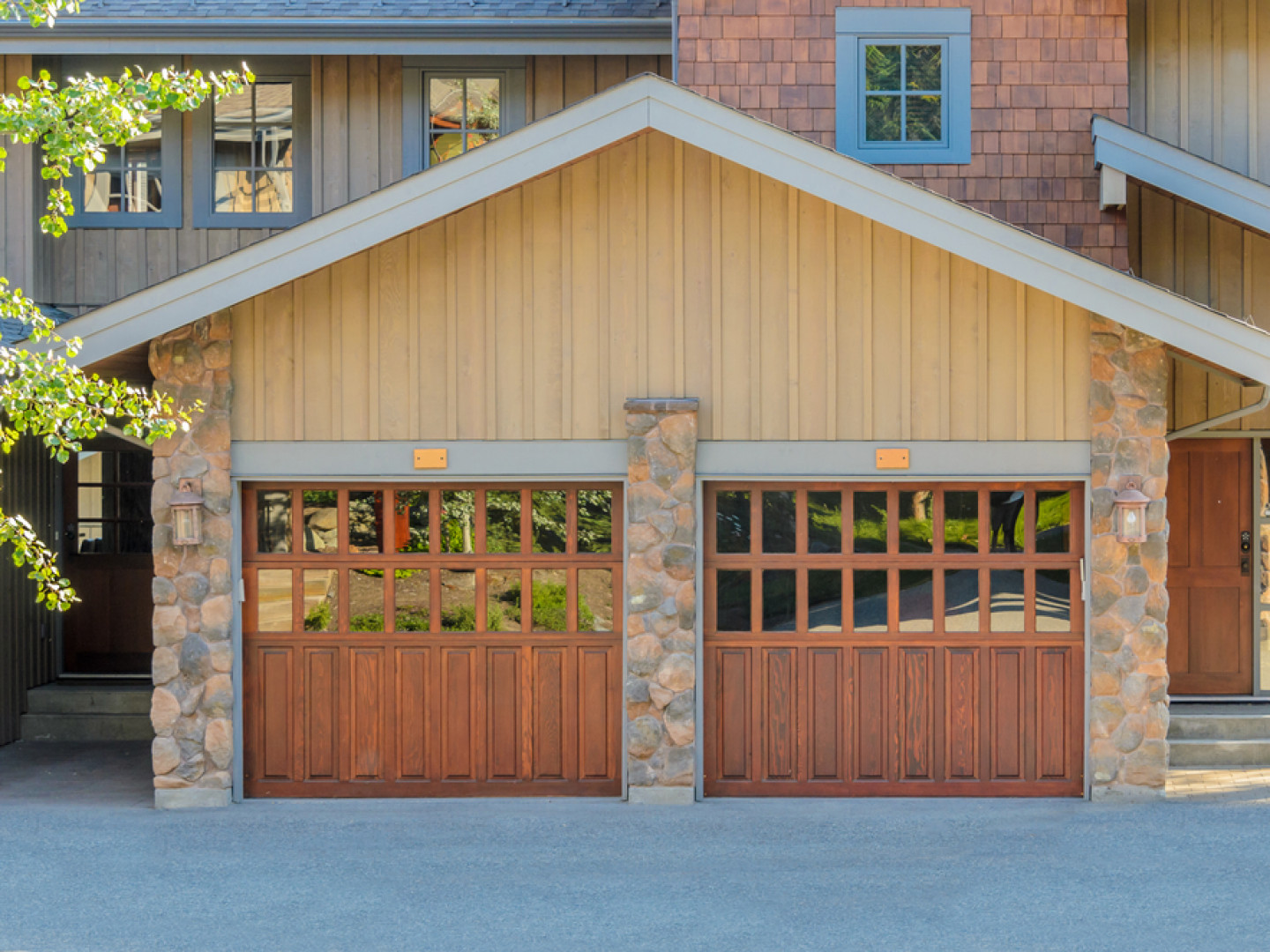 Offering professional garage door repairs in Upper Arlington, OH